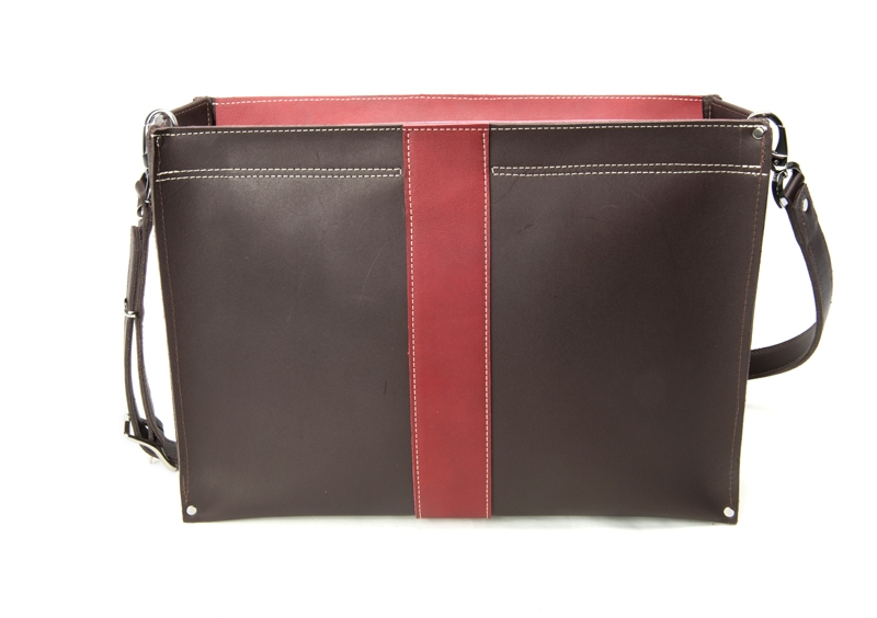 Product Photography - Robert Mason Almeda Hand Crafted Leather Bag Closed