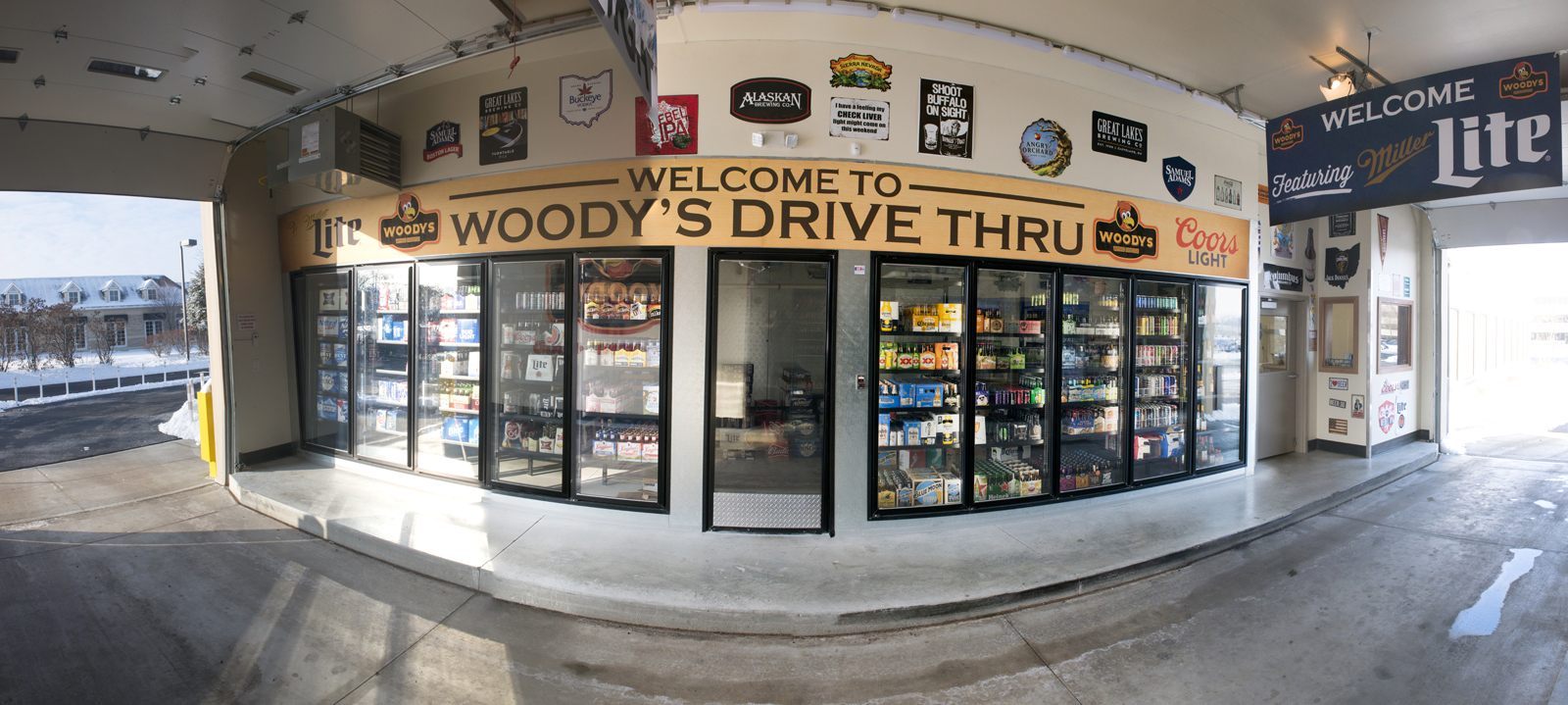 Woodys Wing House Drive Thru